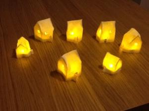 Lit felt houses
